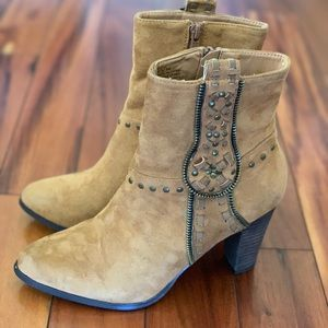 Shoes - Matisse deco brown heeled boots size 8